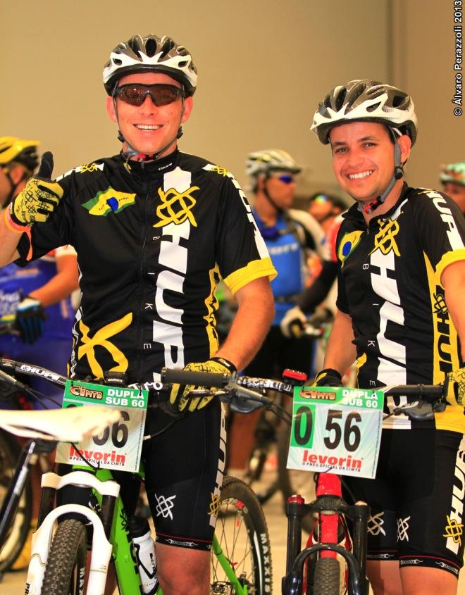 Os amigos Daniel Bender (E) e Luiz Felipe Viani (D)